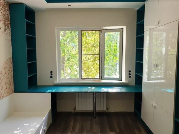 Шкаф вокруг окна 028
