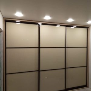 Шкаф до потолка 017