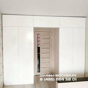 Шкаф вокруг двери 001