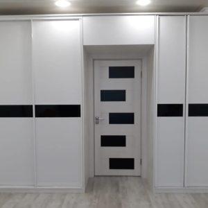 Шкаф вокруг двери 002