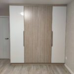 Шкаф до потолка 021