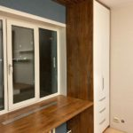 Шкаф вокруг окна 036