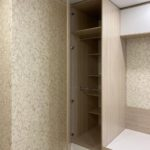 Шкаф вокруг окна 039