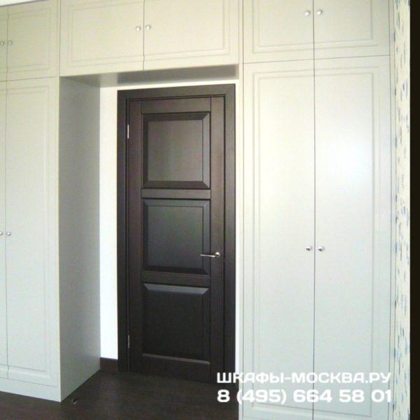 Шкаф вокруг двери 005