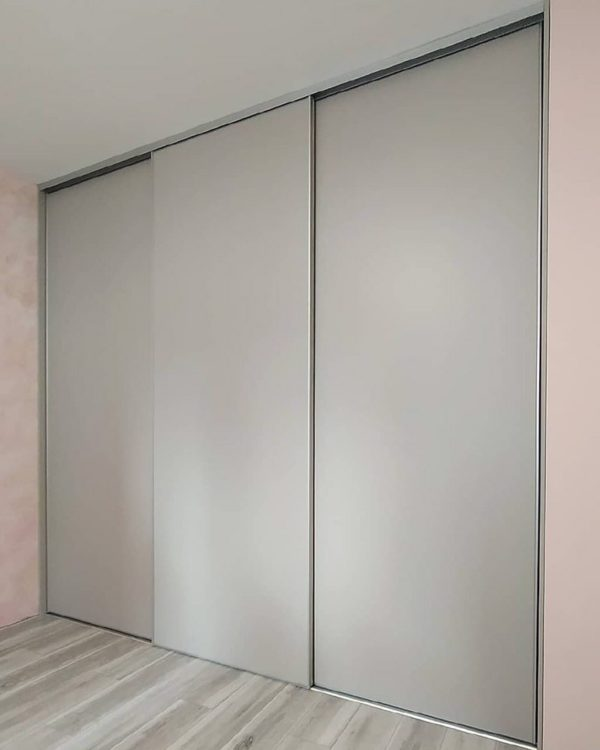 Шкаф в нишу 007