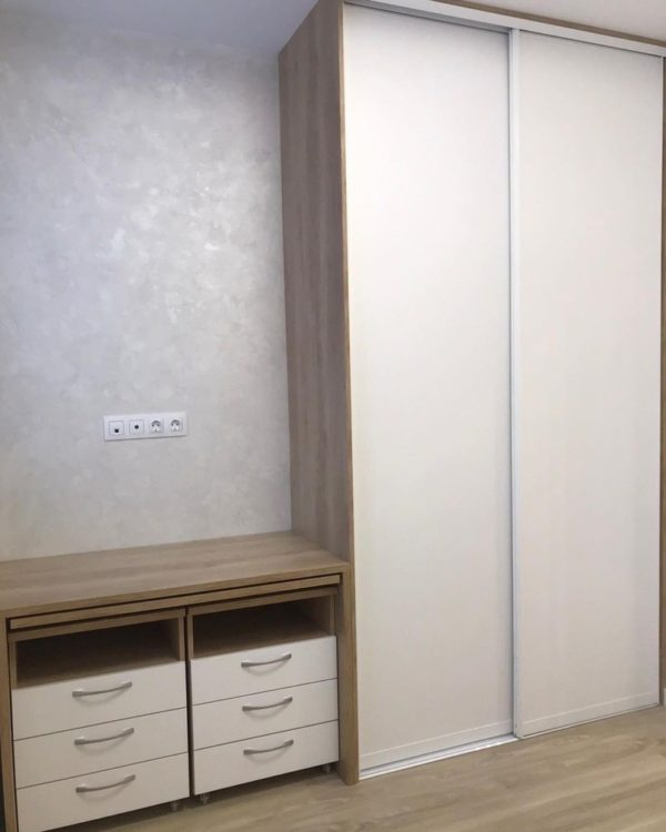 Шкаф в спальню 023