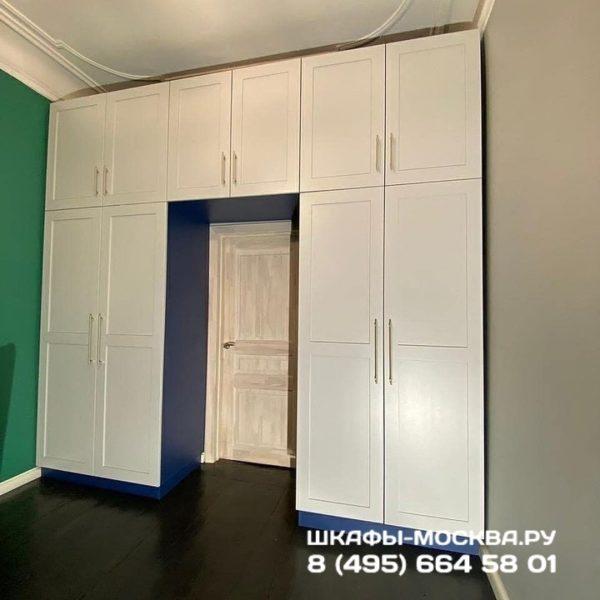 Шкаф вокруг двери 007