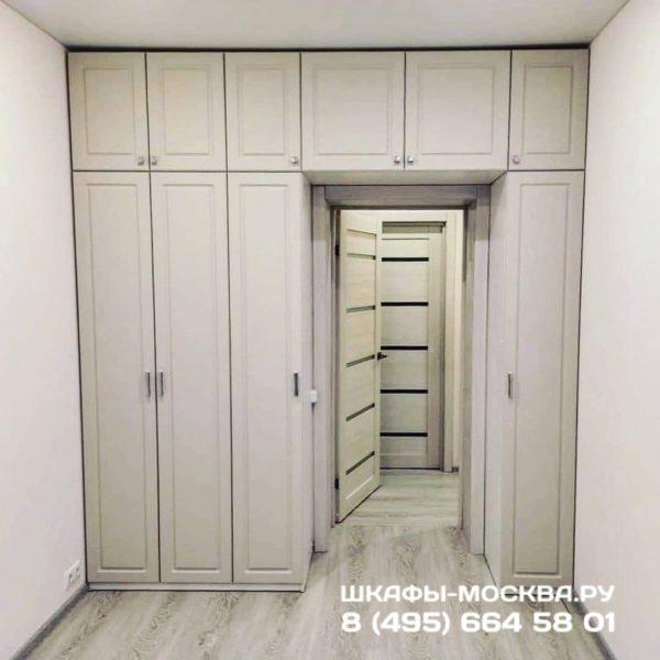Шкаф вокруг двери 008